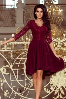KLARA - sukienka z dłuższym tyłem z koronkowym dekoltem - BORDOWA - Zdjęcie 1
