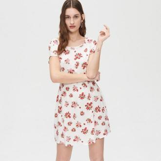 Cropp - Sukienka mini z kwiatowym wzorem - Kremowy