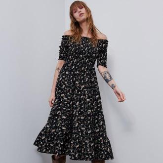 Reserved - Sukienka w kwiaty z odkrytymi ramionami - Wielobarwny