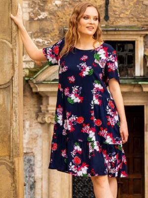 Sukienka letnia marszczona z wiskozy plus size AGNIESZKA granatowa w biało-różowe kwiaty PROMOCJA