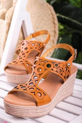 Camelowe sandały Maciejka skórzane ażurowe na koturnie L4705-07/00-0 - Zdjęcie 1