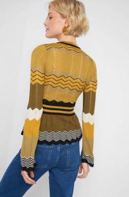 Ażurowy sweter z baskinką