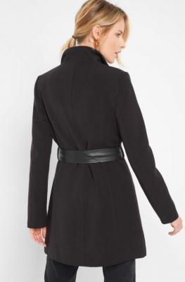 Trapezowy płaszcz z paskiem