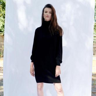 Sinsay - Dzianinowa sukienka z golfem - Czarny