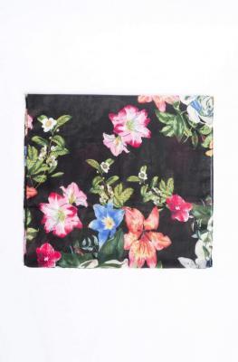 Prostokątny szal w kwiaty