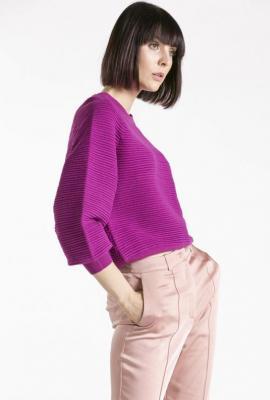 Prążkowany sweter z bufiastymi rękawami - Zdjęcie 1