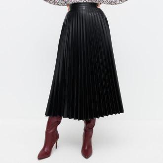 Reserved - Plisowana spódnica z imitacji skóry - Czarny
