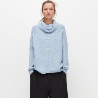 Reserved - Sweter z luźnym golfem - Niebieski