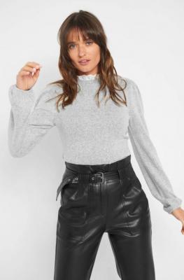 Sweter z koronkową stójką